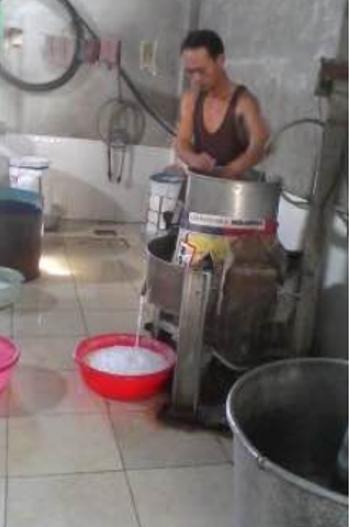 Anh Hoàng Minh Tấn - hộ sản xuất kinh doanh bún